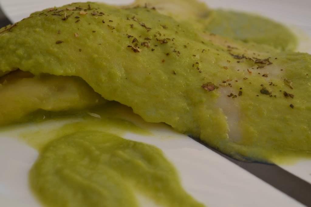 Merluza en salsa verde de guisantes
