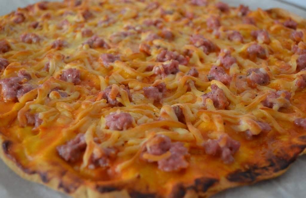 Pizza de crema de calabaza y longaniza artesana