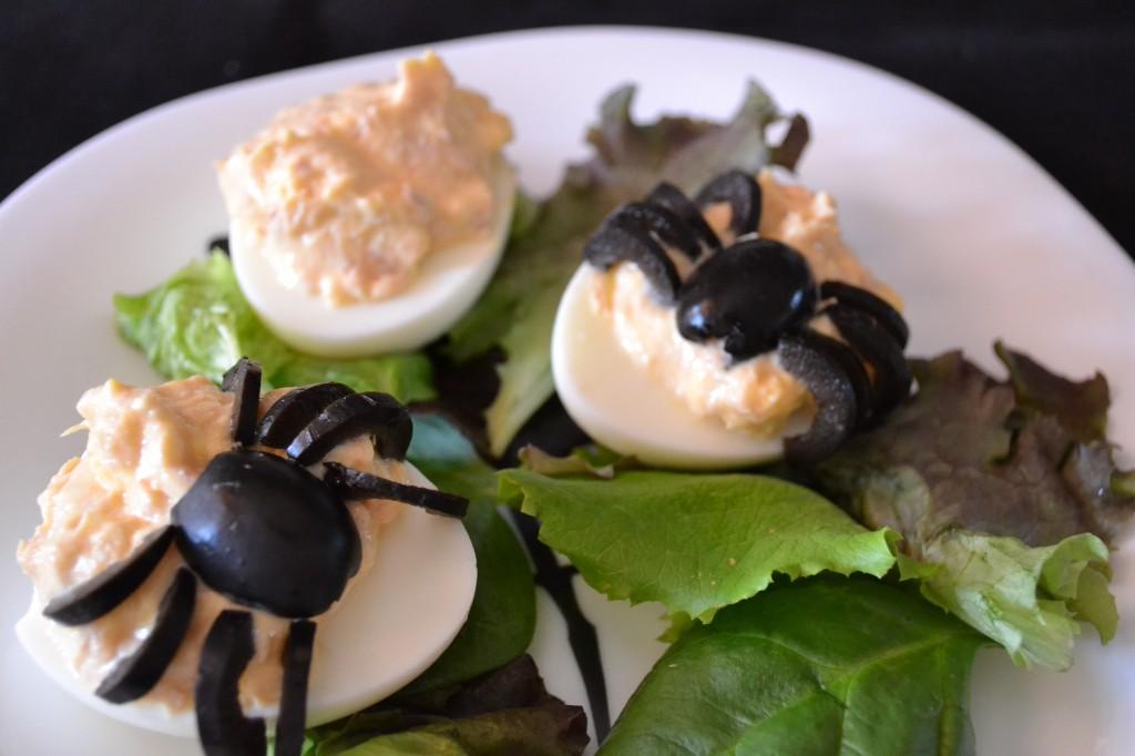 Huevos rellenos con arañas